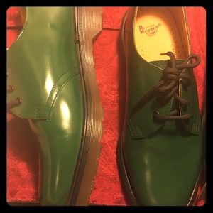 Original Dr. Martens shoes size 9 in green leather